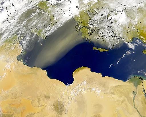 Scirocco-vind blæser fra Libyen mod Grækenland.